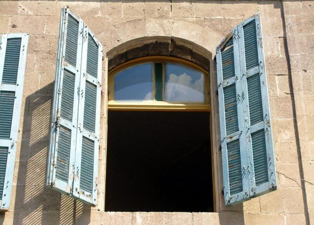 window-89030_960_720